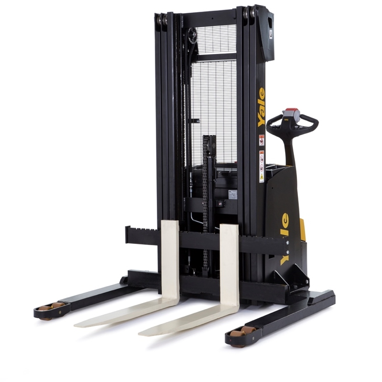 Stacker-with-straddle-leg-01